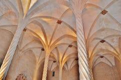 Gotische colums und Bögen Stockbild
