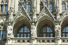 Gotische de bouwvoorgevel Stock Afbeeldingen