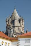 Gotische de kathedraaltoren van Evora, de erfenis van Unesco van Portugal Stock Afbeeldingen