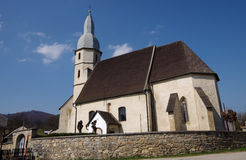 Gotische evangelische Kirche vom 14. Jahrhundert in Kocelovce stockfotografie