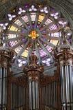 Gotische Kathedrale mit Pfeifenorgel Lizenzfreie Stockfotografie