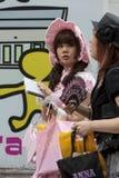 Gotische lolita in een kleding met een roze kap. Stock Afbeeldingen