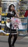 Gotische lolita in een kleding met een roze kap. Royalty-vrije Stock Foto's