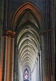 Gotische Säulengänge der Reims-Kathedrale Stockfotos