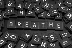 Gotische Schrift deckt die Rechtschreibung des Wortes u. des x22 mit Ziegeln; breathe& x22; lizenzfreie stockbilder