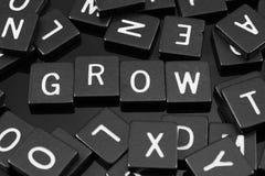 Gotische Schrift deckt die Rechtschreibung des Wortes u. des x22 mit Ziegeln; grow& x22; stockbilder