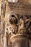 Gotische Spaltenkappe mit Engeln Stockfoto