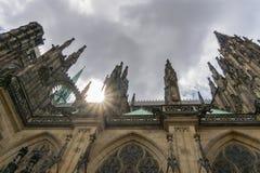 Gotische St Vitus Cathedral met Zongloed Stock Foto