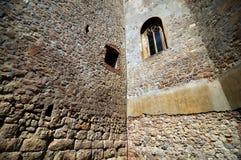 Gotische toren in Transsylvanië stock foto's