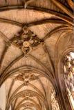 Gotische Wölbung mit Bögen Stockfoto