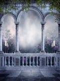 Gotischer Balkon mit Kerzen und Rosen Stockbild
