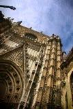 Gotischer Eingang der Sevilla-Kathedrale Lizenzfreie Stockbilder
