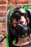 Gotisches Fetischmädchen mit gasmask Lizenzfreie Stockfotografie