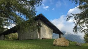 Gotisches Haus in den Bergen Italien Lizenzfreies Stockbild