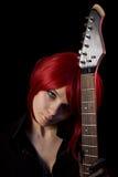 Gotisches Mädchen, das furchtsame Kontakte trägt lizenzfreie stockfotos