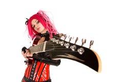 Gotisches Mädchen mit Gitarre Stockfotografie