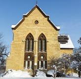 Gotisk byggnad på vintermorgon Royaltyfria Bilder