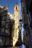Gotisk fjärdedel av det Barcelona och domkyrkatornet Arkivbild