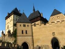 Gotisk Karlstejn slott nära Prague, Tjeckien Arkivbilder