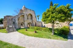 gotisk kloster för 13th århundrade på Bellapais, nordliga Cypern 8 Arkivfoto