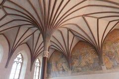 Gotisk korridor i den Malbork slotten Arkivbilder