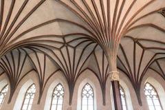 Gotisk korridor i den Malbork slotten Royaltyfria Bilder