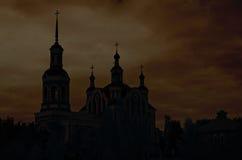 Gotisk kyrka och storm Royaltyfri Fotografi