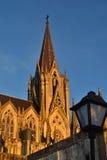 Gotisk kyrka på solnedgången royaltyfria foton