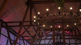 Gotisk ljuskrona i den gamla mellersta ålderslotten stock video