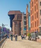 Gotisk mastkran i Gdansk arkivbilder