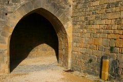 gotisk medeltida stenstil för valvgång arkivfoton