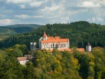 Gotisk Pernstejn slott i Tjeckien Arkivbilder