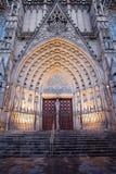 Gotisk portal till den Barcelona domkyrkan Arkivfoton