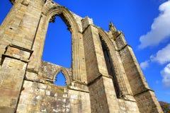 Gotiska bågar av den gammala abbeyen Royaltyfria Foton