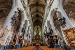 Gotiska inre Sint-Sulpitiuskerk Diest, Belgien arkivfoton