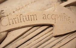 gotiska inskrifter Arkivfoto