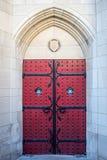 Gotiska röda dörrar Fotografering för Bildbyråer