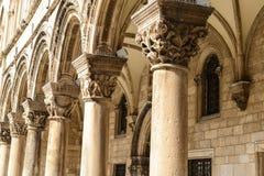 Gotiska stenpelare Arkivbild