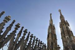 Gotiska stilstatyer av Doumo milan Arkivbilder