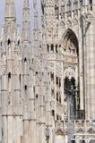 Gotiska stilstatyer av Doumo milan Arkivfoton