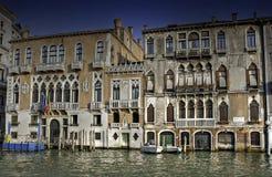 gotiska storslagna slottar venice för kanal Arkivbild