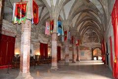 Gotiska valv i Hunedoara rockerar, kallat den Corvin slotten i Transilvania Arkivbild