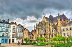 Gotiskt basilikahelgon Urbain av Troyes i Frankrike arkivfoton