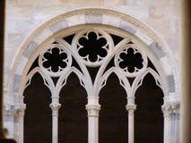 Gotiskt fönster fotografering för bildbyråer