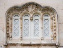 gotiskt fönster arkivbild