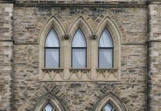 gotiskt fönster för arkitektur arkivfoto