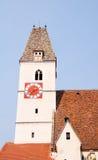 Gotiskt klockatorn av kyrkan i spitzen, Österrike Arkivfoto