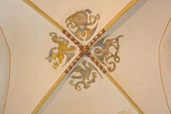 Gotiskt valv i en romansk kyrka Fotografering för Bildbyråer