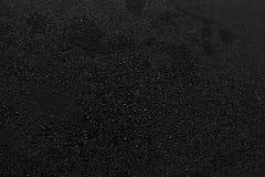 Gotitas de agua en negro Imágenes de archivo libres de regalías