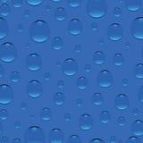 Gotitas en fondo azul Imagenes de archivo